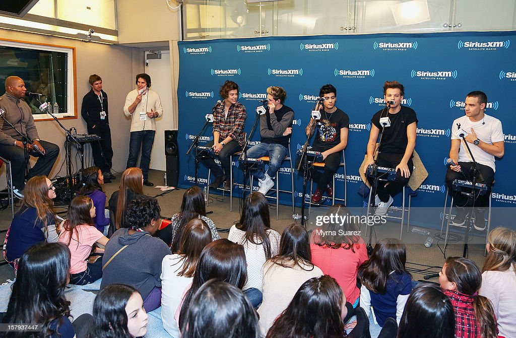 Harry Styles, Niall Horan, Zayn Malik, Louis Tomlinson and Liam Payne of One Direction perform at SiriusXM's 'Artist Confidential' Series at SiriusXM Studios on December 7, 2012 in New York City.