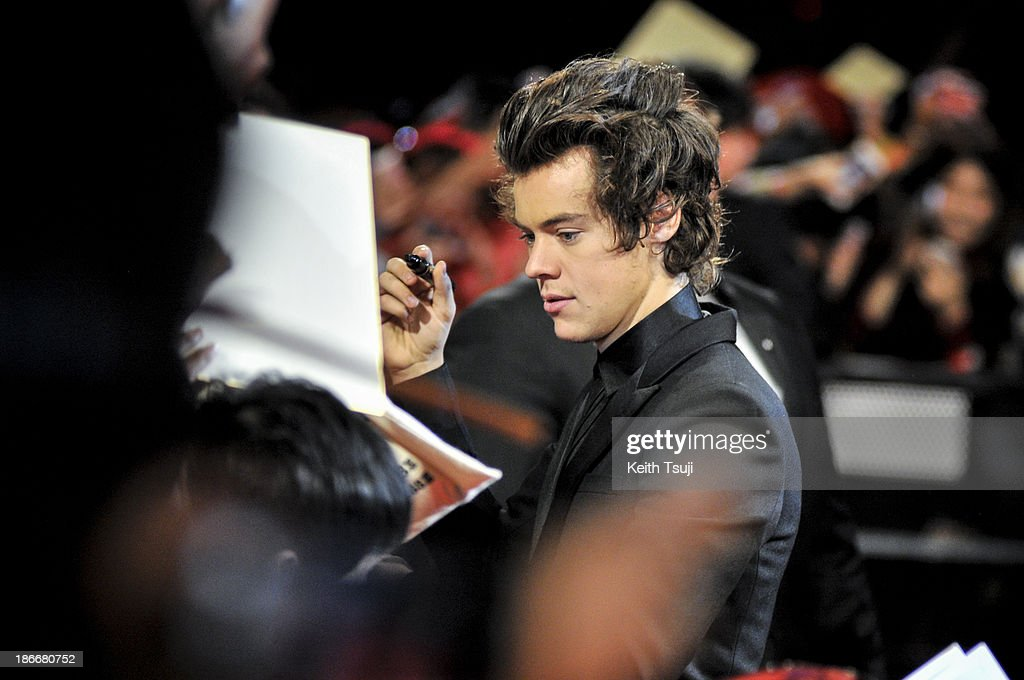 <a gi-track='captionPersonalityLinkClicked' href=/galleries/search?phrase=Harry+Styles&family=editorial&specificpeople=7229830 ng-click='$event.stopPropagation()'>Harry Styles</a> of One Direction meets Japanese fans to promote 'The 1Derland: THIS IS US' on November 3, 2013 in Chiba, Japan.