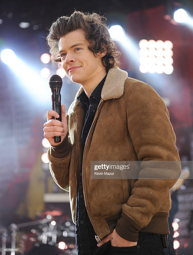 <a gi-track='captionPersonalityLinkClicked' href=/galleries/search?phrase=Harry+Styles&family=editorial&specificpeople=7229830 ng-click='$event.stopPropagation()'>Harry Styles</a> of One Direction performs on ABC's 'Good Morning America' at Rumsey Playfield, Central Park on November 26, 2013 in New York City.
