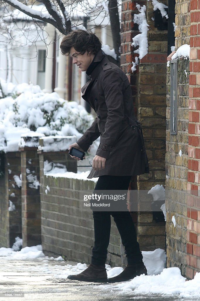 <a gi-track='captionPersonalityLinkClicked' href=/galleries/search?phrase=Harry+Styles&family=editorial&specificpeople=7229830 ng-click='$event.stopPropagation()'>Harry Styles</a> seen leaving a house in North London on January 21, 2013 in London, England.