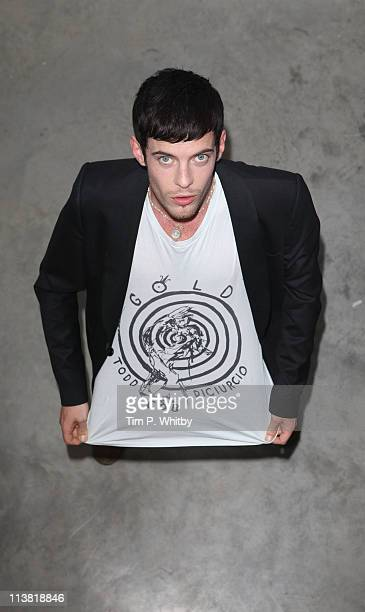 Harry Treadaway attends the Todd DiCiurcio 'Gold' exhibition at Cob Gallery on May 6 2011 in London United Kingdom
