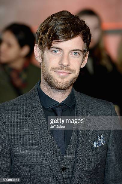 Harry Treadaway attends the UK Premiere of 'A Street Cat Named Bob' in aid of Action On Addiction on November 3 2016 in London United Kingdom