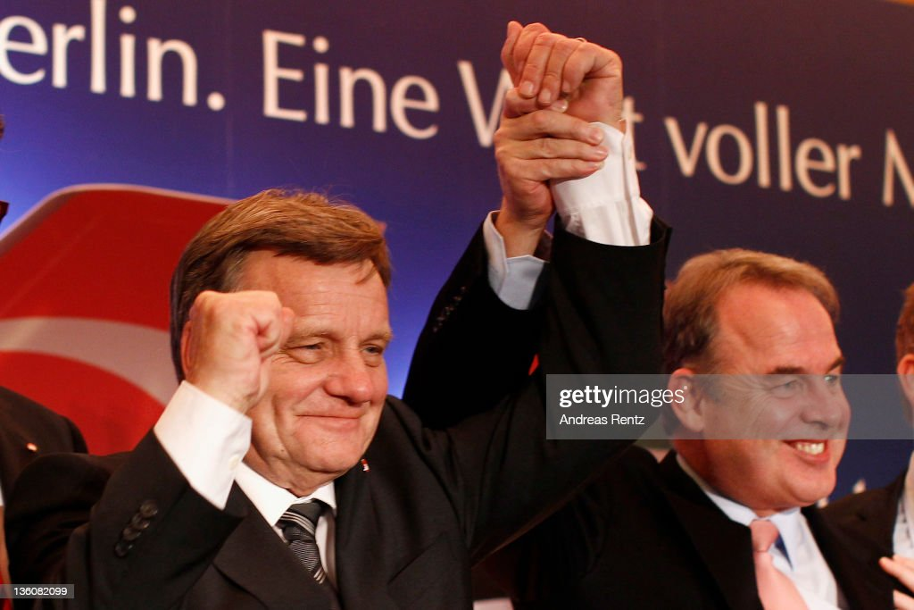 <a gi-track='captionPersonalityLinkClicked' href=/galleries/search?phrase=Hartmut+Mehdorn&family=editorial&specificpeople=613038 ng-click='$event.stopPropagation()'>Hartmut Mehdorn</a>, CEO of German airline Airberlin and James Hogan, CEO of Etihad Airways gesture during a press conference on December 19, 2011 in Berlin, Germany. Etihad Airways increase its stake in airberlin to 29 per cent and becomes biggest single shareholder in airberlin.