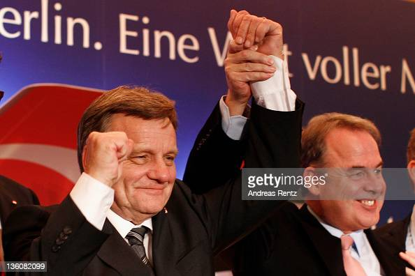 Hartmut Mehdorn CEO of German airline Airberlin and James Hogan CEO of Etihad Airways gesture during a press conference on December 19 2011 in Berlin...