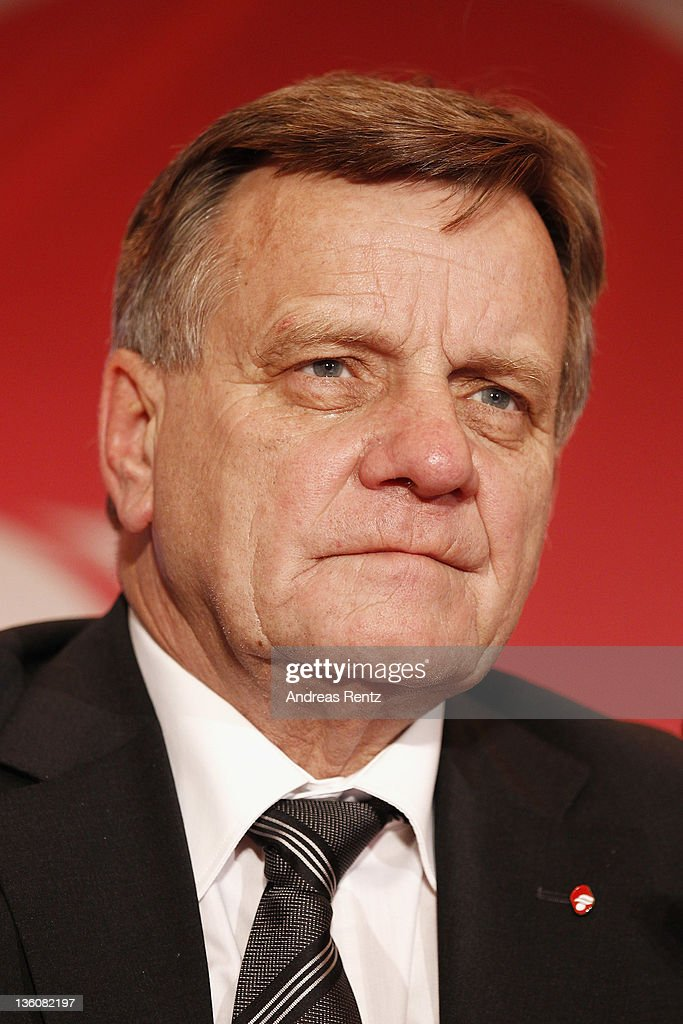 <a gi-track='captionPersonalityLinkClicked' href=/galleries/search?phrase=Hartmut+Mehdorn&family=editorial&specificpeople=613038 ng-click='$event.stopPropagation()'>Hartmut Mehdorn</a>, CEO of German airline Airberlin speaks during a press conference on December 19, 2011 in Berlin, Germany. Airberlin and Ethihad Airways announced their strategic partnership. Etihad Airways increase its stake in airberlin to 29 per cent and becomes biggest single shareholder in airberlin.