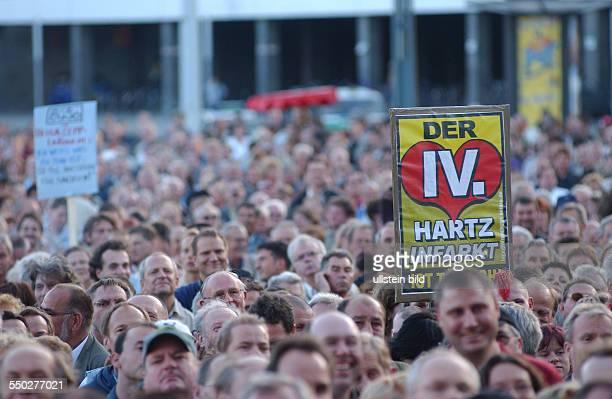 Leipziger Montagsdemonstration gegen die geplante Arbeitsmarktreform Hartz IV der 4 Hartzinfarkt ist tödlich