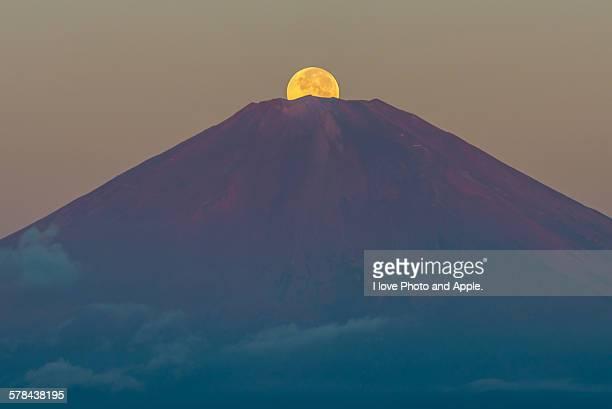 Harvest moon to the Fuji summit