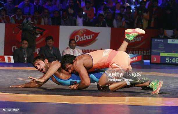 Haryana Hammers wrestler Yogeshwar Dutt in action against Bajrang Punia of Bengaluru Yodhas during the Pro Wrestling League match between Haryana...