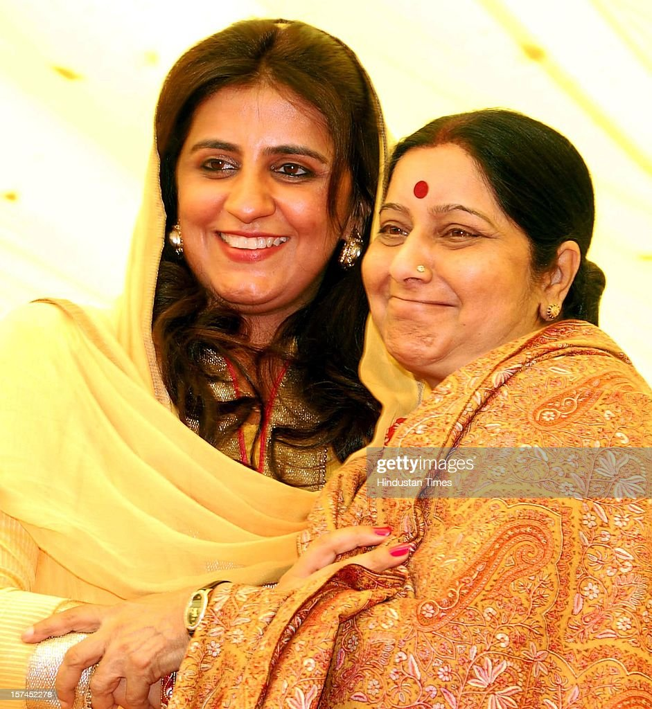 Haryana Janhit Congress (BL) Chief Kuldeep Bishnoi's Wife And MLA Renuka Bishnoi honoring The Leader of opposition In Loksabha And Senior BJP Leader Sushma Swaraj in Sirsa A State level Rally Organised By Haryana Janhit Congress and BJP At Dashara Ground on December 2, 2012 in Sirsa, India.