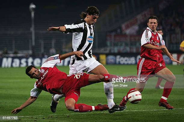 Hasan Salihamidzic of Bayern tussles with Zlatan Ibrahimovic of Juventus during the Champions League Group C match between Juventus and Bayern Munich...