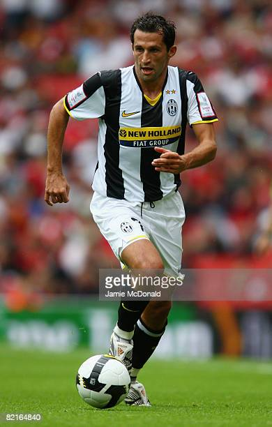 Hasan Salihamidzic of Juventus in action during the preseason friendly match between Juventus and SV Hamburg during the Emirates Cup at the Emirates...