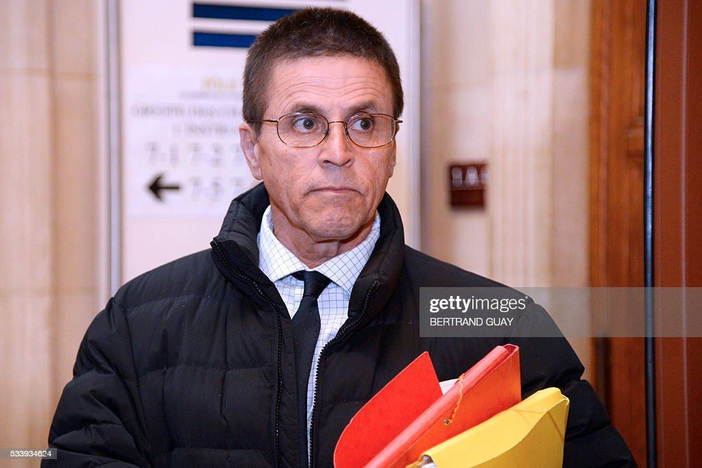 Hassan Diab who was arrested in November 2008 for his alleged role in a 1980 Paris synagogue bombing arrives at the courthouse on Mai 24, 2016 in Paris. A French court will decide on May 24, 2016 whether Diab will go back to jail, after he was placed under house arrest with an electronic bracelet. / AFP / BERTRAND