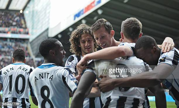Hatem Ben Arfa Vurnon Anita Fabricio Coloccini Mike Williamson Paul Dummet and Shola Ameobi celebrate with Papiss Cisse after scoring the winning...