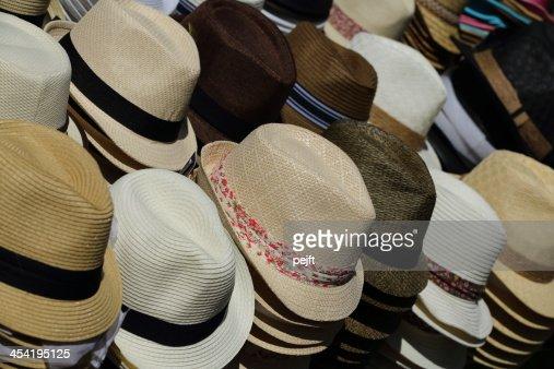 Chapéus para venda no mercado : Foto de stock