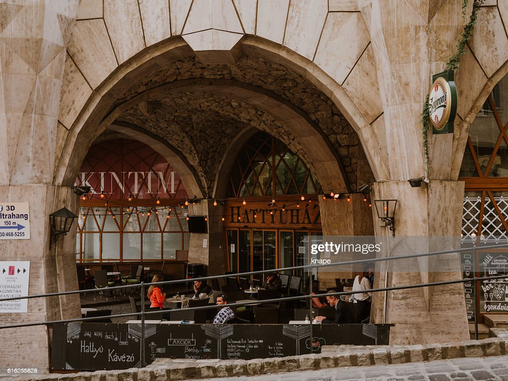 Hattyúház building with bar in Budabest : Foto de stock