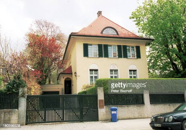 haus von boris becker villa in muenchen bogenhausen garten ei pictures getty images. Black Bedroom Furniture Sets. Home Design Ideas