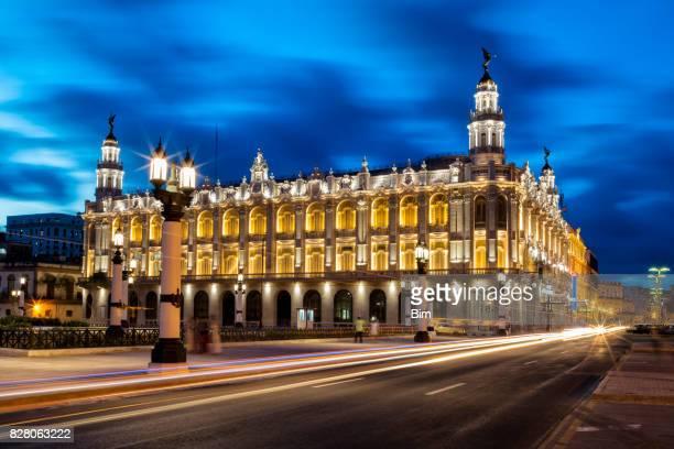 Havanna, Kuba, das Große Theater von Havanna beleuchtet bei Dämmerung
