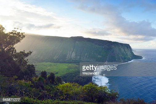 USA, Hawaii, Big Island, Waipio Valley and bay at evening light