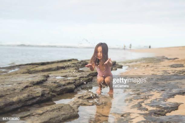 ハワイのビーチで家族旅行