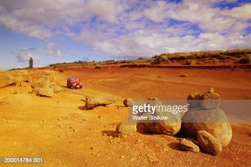 USA , Hawaii, Lanai, Garden of the Gods, Red dirt road and 4x4 : Stock Photo