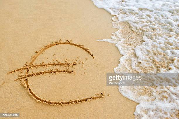 USA, Hawaii, Maui, Makena Beach State Park, wave approaching Euro sign drawn in sand