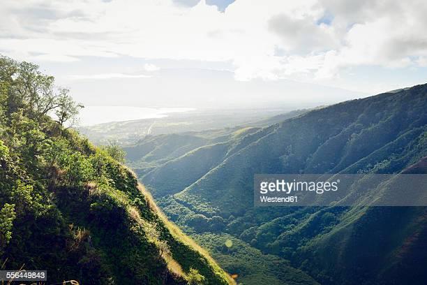 USA, Hawaii, Maui, view from Waihee Ridge Trail to Kahului and Haleakala