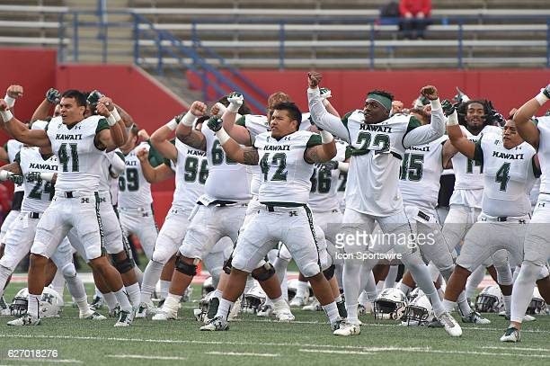 Hawaii Rainbow Warriors prepare for the game between the Fresno State Bulldogs and the Hawaii Rainbow Warriors on November 19 2016 Hawaii defeated...