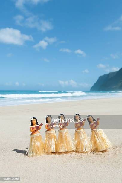 Hawaiian Hula Dancers Figurines Performing on the Beach Vt