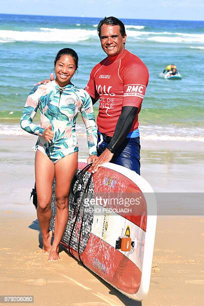 US Hawaii's Kalani Vierra and Krystl Apeles pose after competing in the International Tandem Surfing Championship on July 23 2016 in Biscarrosse /...