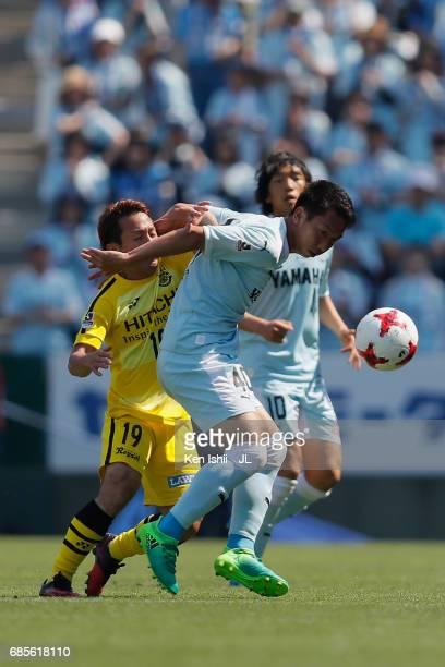 Hayao Kawabe of Jubilo Iwata controls the ball under pressure of Hiroto Nakagawa of Kashiwa Reysol during the JLeague J1 match between Jubilo Iwata...