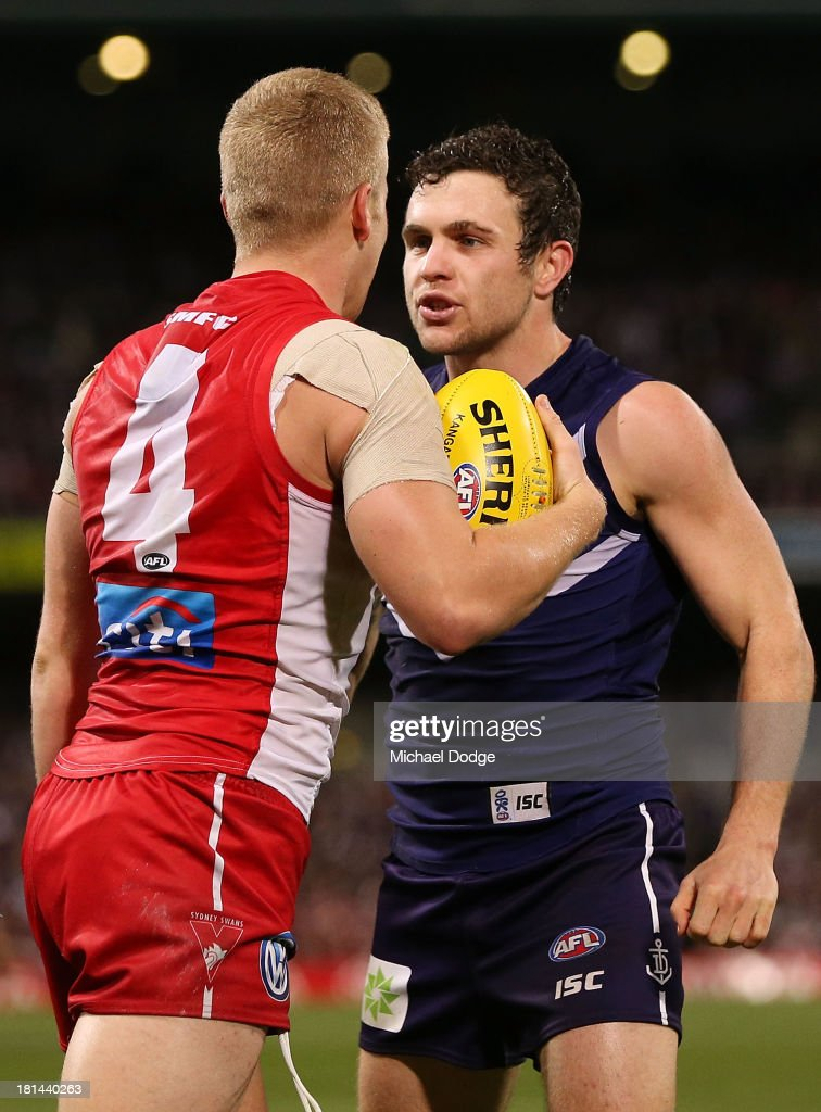 Hayden Ballantyne (R) of the Dockers and Daniel Hannebery of the Swans face off during the AFL Second Preliminary Final match between the Fremantle Dockers and the Sydney Swans at Patersons Stadium on September 21, 2013 in Perth, Australia.