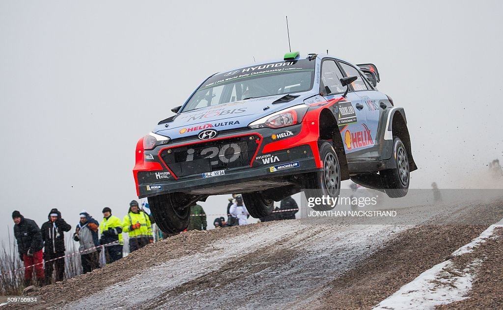 Hayden Paddon of New Zeeland and his co-driver John Kennard steer their Hyundai i20 WRC during the 2nd stage of the Rally Sweden, second round of the FIA World Rally Championship on February 12, 2016 in Torsby, Sweden. / AFP / JONATHAN NACKSTRAND