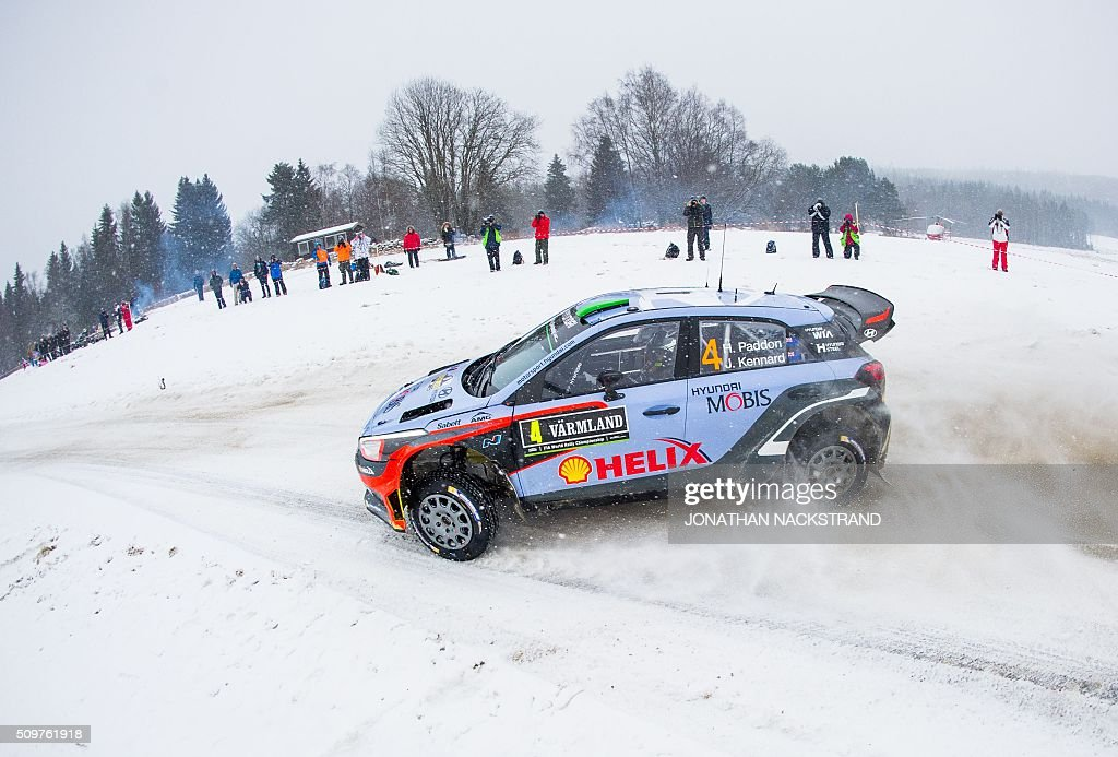 Hayden Paddon of New Zeeland and his co-driver John Kennard steer their Hyundai i20 WRC during the 8nd stage of the Rally Sweden, second round of the FIA World Rally Championship on February 12, 2016 in Rojden near Svullrya, Norway. / AFP / JONATHAN NACKSTRAND