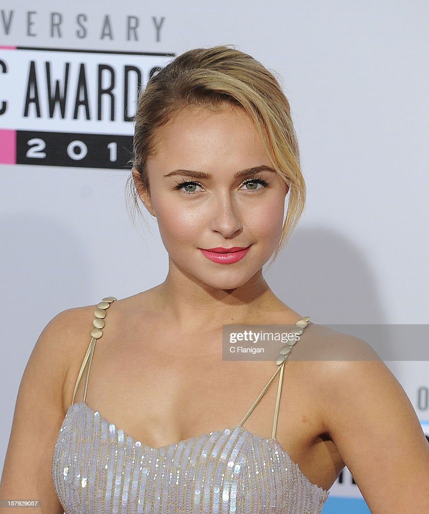 Hayden Panettiere arrives at The 40th American Music Awards at Nokia Theatre L.A. Live on November 18, 2012 in Los Angeles, California.