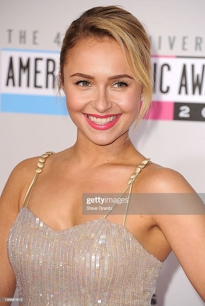 Hayden Panettiere arrives at the 40th Anniversary American Music Awards at Nokia Theatre L.A. Live on November 18, 2012 in Los Angeles, California.