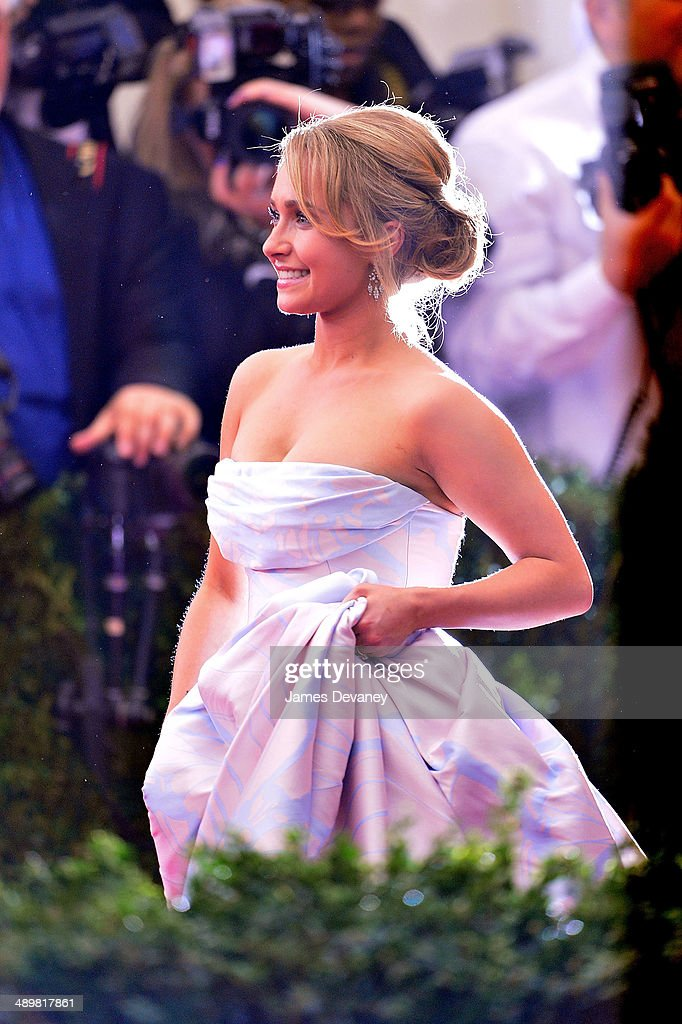 Hayden Panettiere attends the 'Charles James: Beyond Fashion' Costume Institute Gala at the Metropolitan Museum of Art on May 5, 2014 in New York City.