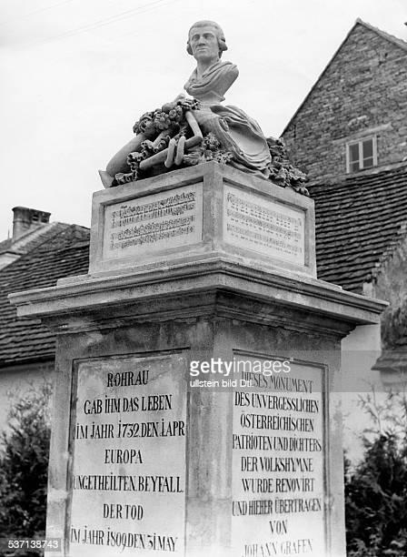 Haydn Joseph Komponist AT HaydnDenkmal in seinem Geburtsort Rohrau Anlaesslich des 150 Todestages des Komponisten wurde das Denkmal restauriert 1959