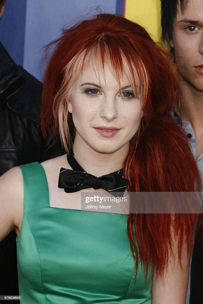 <a gi-track='captionPersonalityLinkClicked' href=/galleries/search?phrase=Hayley+Williams&family=editorial&specificpeople=4383581 ng-click='$event.stopPropagation()'>Hayley Williams</a> of <a gi-track='captionPersonalityLinkClicked' href=/galleries/search?phrase=Paramore&family=editorial&specificpeople=538672 ng-click='$event.stopPropagation()'>Paramore</a> arrives at the 2008 MTV Video Music Awards at Paramount Pictures Studios on September 7, 2008 in Los Angeles, California.