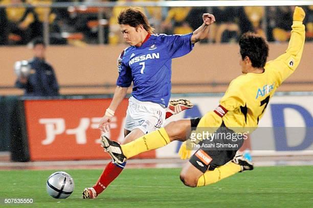 Hayuma Tanaka of Yokohama FMarinos shoots at goal during the JLeague match between Kashiwa Reysol and Yokohama FMarinos at the National Stadium on...