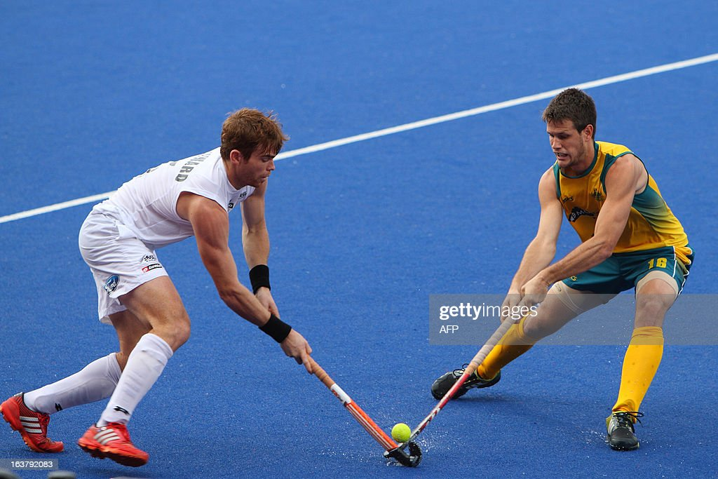 Hayward Andy of New Zealand (L) fights for the ball with Gohdes Matt of Australia (R) during their match at the Sultan Azlan Shah Cup men's field hockey tournament in Malaysia's northern town of Ipoh in Perak state on March 16, 2013. AFP PHOTO / Andrew KS Ng