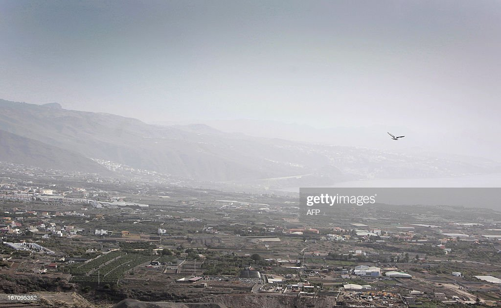 Haze hovers over Guimar on April 20, 2013 on the Spanish Canary island of Tenerife, where temperatures are soaring due to the Sirocco, a Mediterranean wind coming from the Sahara. AFP PHOTO / DESIREE MARTIN