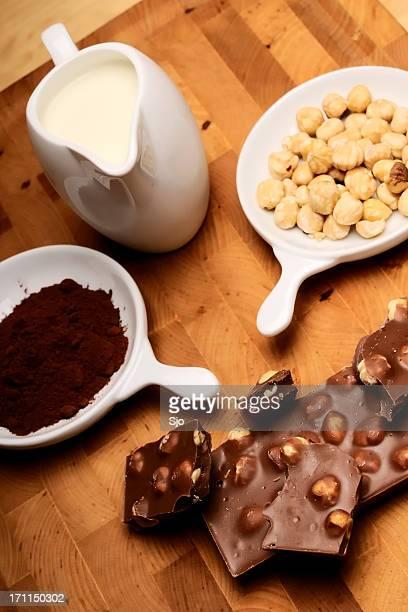 Haselnüsse, Schokolade, Milch und Kakao
