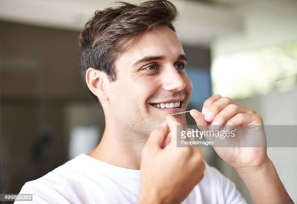 Er weiß, ist die Bedeutung der Zahnpflege