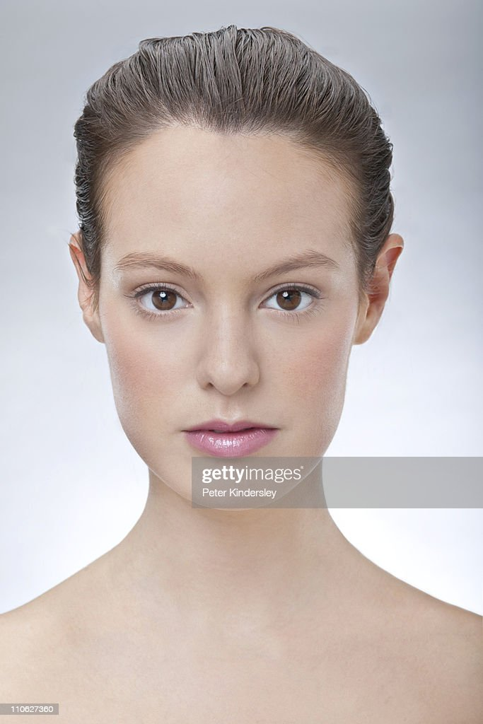 Head and shoulders beauty shot of young woman : Stock Photo