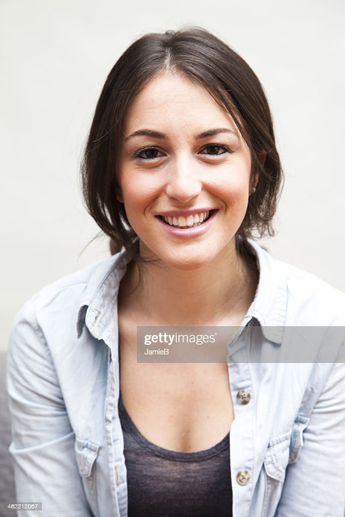 Head and shoulders portrait of young woman : Stock Photo