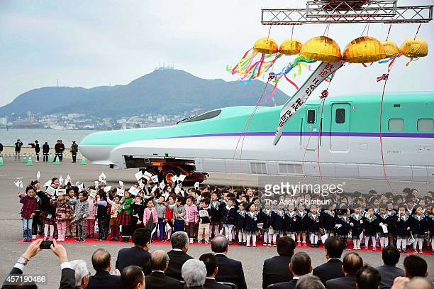 A head carriage of the Hokkaido Shinkansen bullet train 'H5' is unloaded at Hakodate Port on October 13 2014 in Hakodate Hokkaido Japan The Hokkaido...