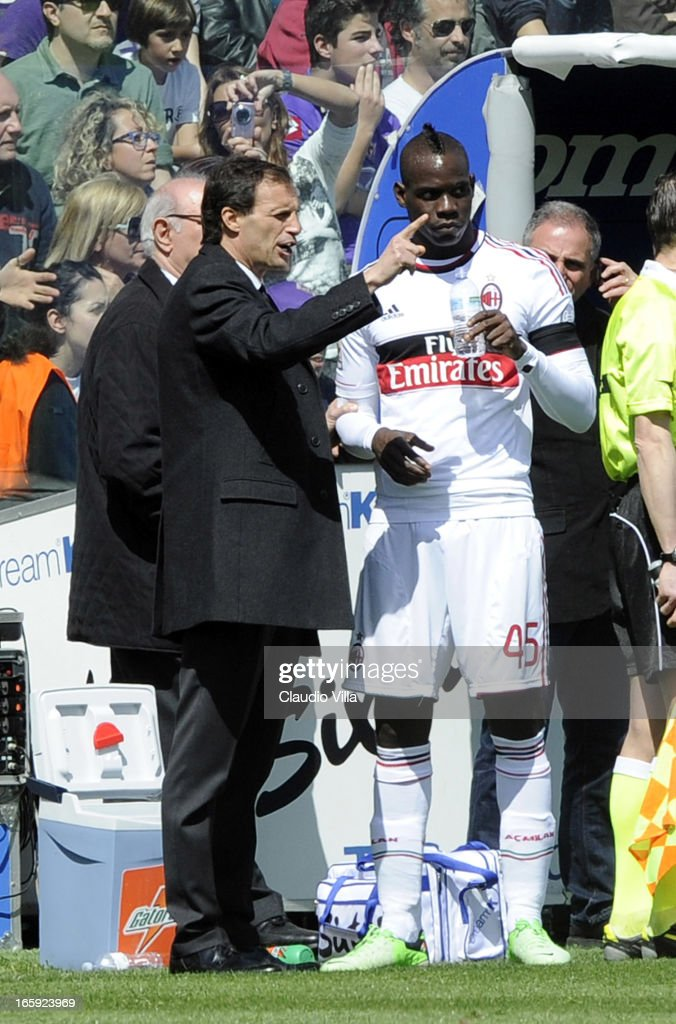 Head coach AC Milan Massimiliano Allegri speaks to Mario Balotelli #45 during the Serie A match between ACF Fiorentina and AC Milan at Stadio Artemio Franchi on April 7, 2013 in Florence, Italy.