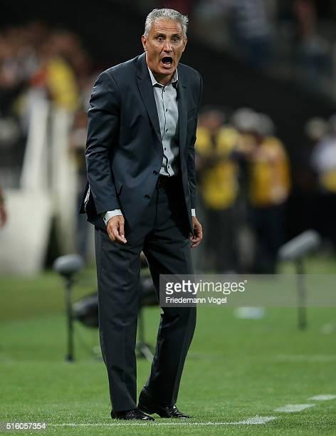Head coach Adenor Leonardo Bachi of Corinthians gives advice during a match between Corinthians and Cerro Porteno as part of Group 8 of Copa...