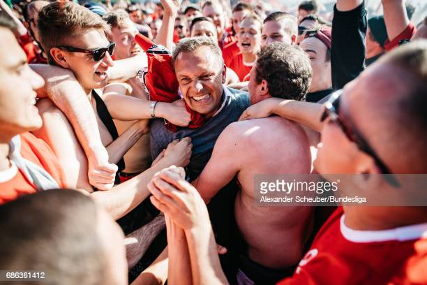 Head coach Andre Breitenreiter of Hannover 96 celebrates after the Second Bundesliga match between SV Sandhausen and Hannover 96 at Hardtwaldstadion...