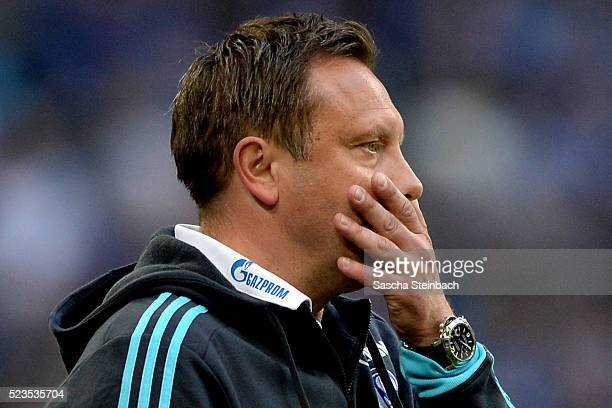 Head coach Andre Breitenreiter of Schalke reacts as the team of Leverkusen scores during the Bundesliga match between FC Schalke 04 and Bayer...